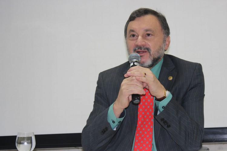 TST: Ministro Walmir Oliveira morre por complicações da covid-19 (Foto: )