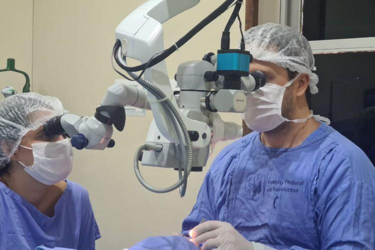 Equipe realiza transplante de córnea no hospital Bonsucesso (Foto: Divulgação/Hospital Federal de Bonsucesso)