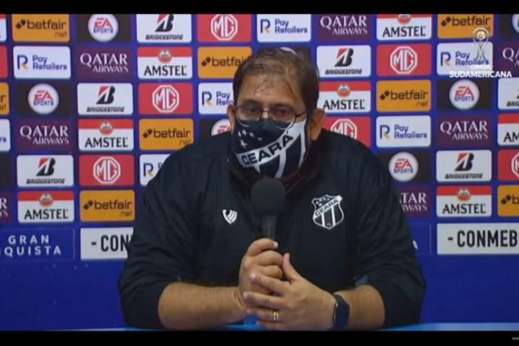 Guto Ferreira fala em coletiva de imprensa após empate entre Ceará e Arsenal (Foto: CONMEBOL/REPRODUÇÃO)