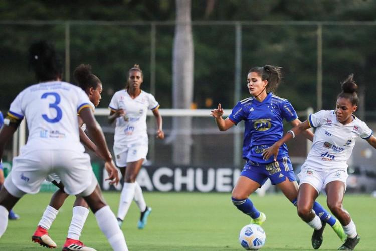 São José aproveita erros e derrota Cruzeiro pelo Brasileiro Feminino (Foto: )