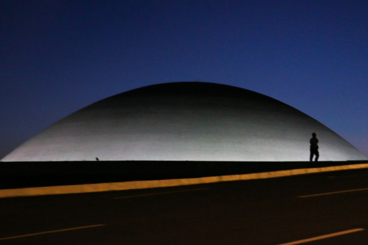 A cúpula menor, voltada para baixo, abriga o Plenário do Senado Federal. (Foto: Marcello Casal JrAgência Brasil)