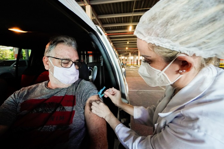 Possíveis efeitos adversos às vacinas contra a Covid-19 devem ser informados à rede de saúde imediatamente após o surgimento dos sintomas, alerta Sesa (Foto: Julio Caesar)