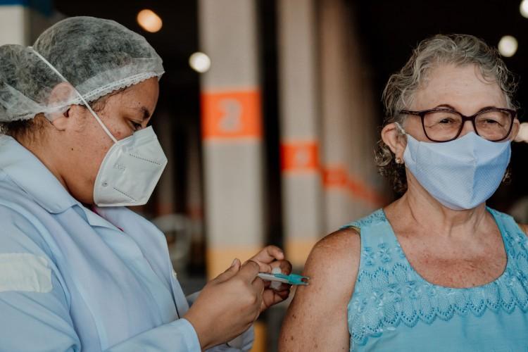 Ceará passou a marca de 2 milhões de doses de vacinas contra Covid aplicadas, segundo levantamento da Sesa (Foto: JÚLIO CAESAR)