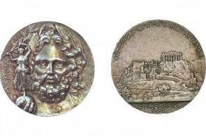 As medalhas para o primeiro colocado na Olimpíada de Atenas-1896 eram de prata, com um alelo de bronze e cobre ficando para o segundo lugar(Foto: Comitê Olímpico Internacional (COI))