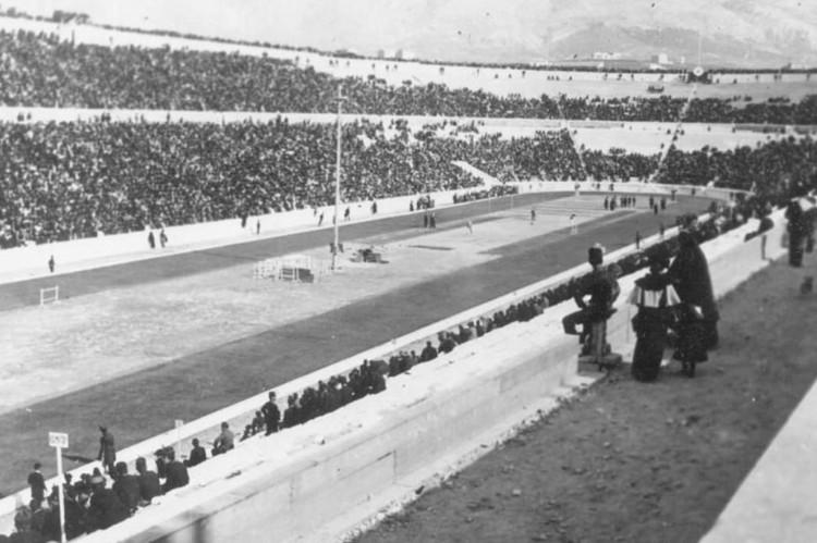 O estádio Panatenaico, construído em 566 antes de Cristo, sediou a olimpíada de 1896. E foi usado novamente na de 2004, ainda que em capacidade reduzida(Foto: Comitê Olímpico Internacional (COI))