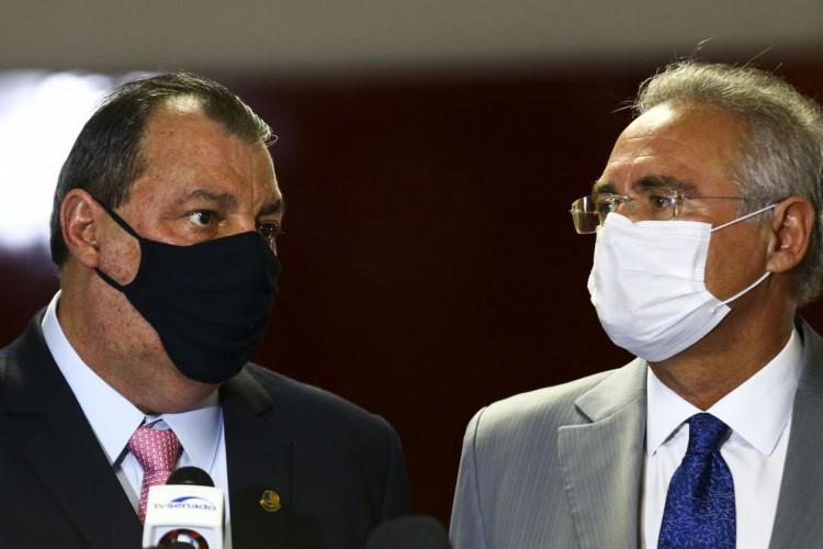 Os senadores  Omar Aziz e Renan Calheiros durante entrevista após a instalação da CPI da Pandemia, no Senado Federal. (Foto: Marcelo Camargo/Agência Brasil)