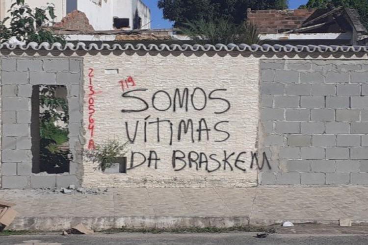 Moradores fizeram manifestação para serem indenizados  (Foto: Redes Sociais/Reprodução )