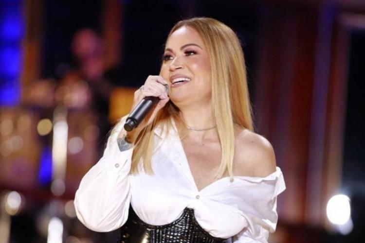 Acompanhe a agenda das transmissões ao vivo online - live - de artistas nacionais e internacionais para hoje, sexta-feira, 30 de abril (30/04); cantora Solange Almeida é uma das atrações da noite (Foto: Reprodução/Instagram)
