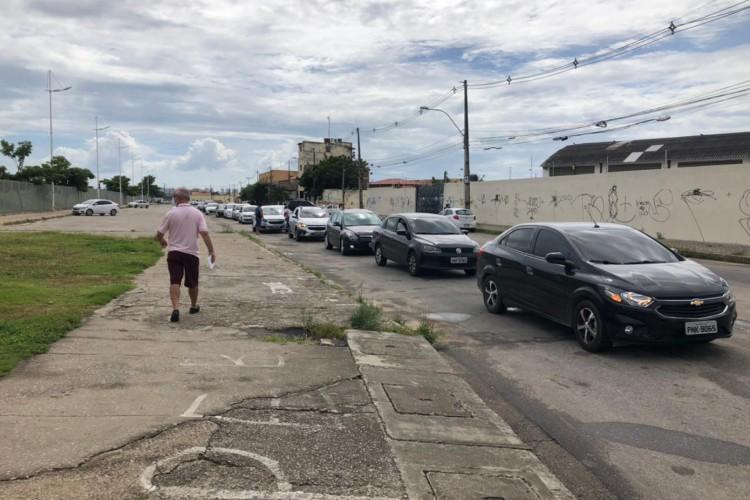 Forte movimentação nos pontos de vacinação em Fortaleza nesta quinta-feira, 29 (Foto: Thais Mesquita/O Povo)