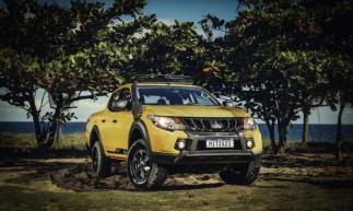 A L200 Triton Savana traz equipamentos para o uso off-road e cor Amarelo Rally como opcional