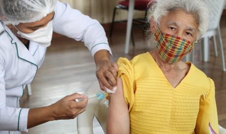 Fortaleza inicia vacinação de idosos no sábado