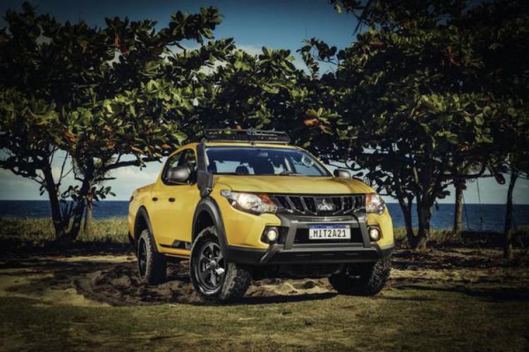 A L200 Triton Savana traz equipamentos para o uso off-road e cor Amarelo Rally como opcional (Foto: Divulgação/Mitsubishi)
