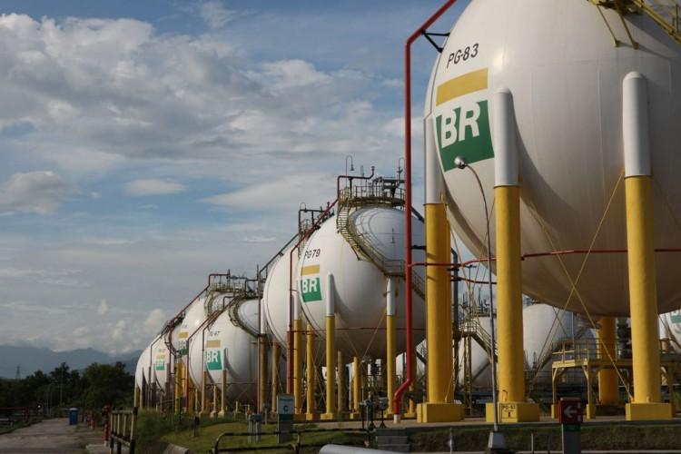 Esferas de armazenamento de Gás Liquefeito de Petróleo (GLP) da Refinaria Duque de Caxias - REDUC . (Foto: André Motta de Souza / Agência Petrobras)