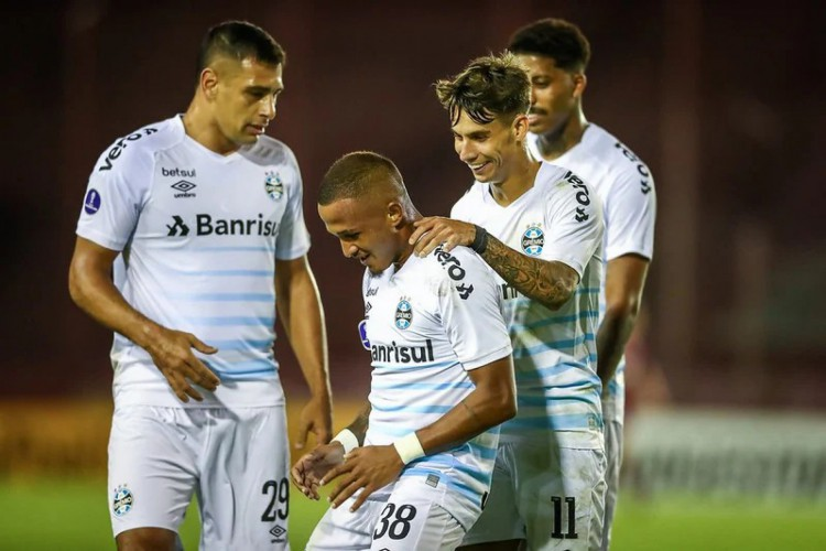 O Grêmio bateu o Lanús por 2 a 1 e assumiu a liderança do grupo H  (Foto: Lucas Uebel / Grêmio FBPA)