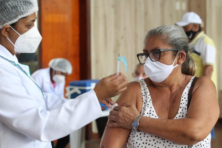 O grupo da terceira etapa da campanha de vacinação contra o coronavírus deverá apresentar atestado, prescrição ou relatório médico para se vacinar. (Foto: FABIO LIMA)