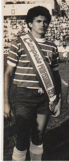 Geraldino exibe faixa de campeão cearense, pelo Fortaleza, em 1973(Foto: acervo pessoal)