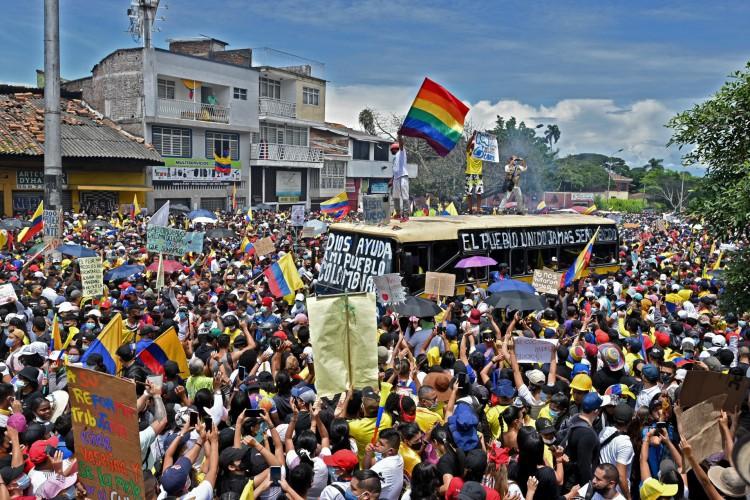 Desde quarta-feira 28, o país enfrenta uma greve nacional e manifestações contra a proposta governista de alterar tributos. (Foto: AFP)
