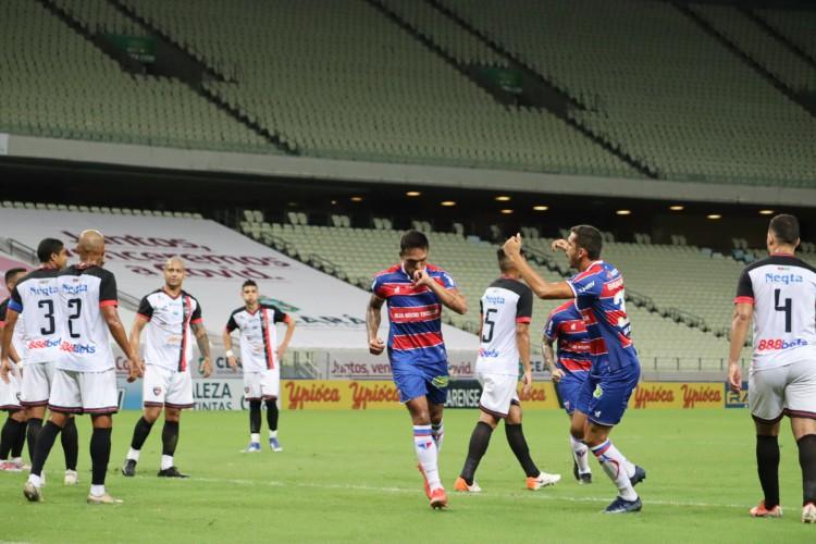 Atacante Robson comemora gol no jogo Fortaleza x Caucaia, na Arena Castelão, pelo Campeonato Cearense (Foto: Leonardo Moreira / Fortaleza EC)