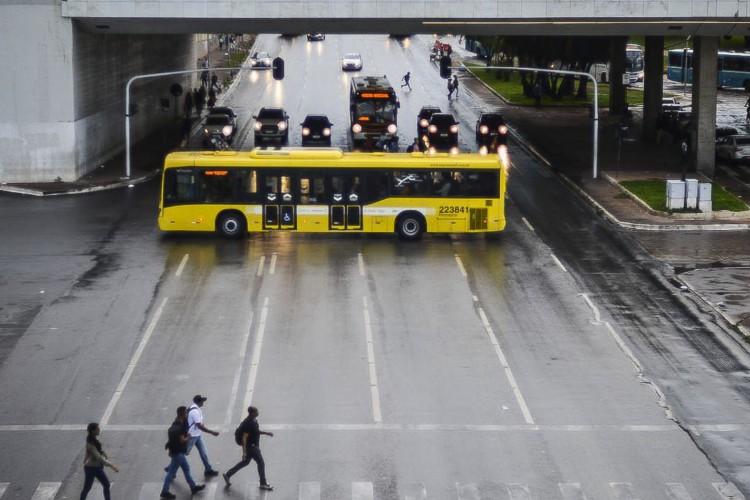 Trânsitol próximo a rodoviária central de Brasília (Foto: Marcello Casal JrAgência Brasil)