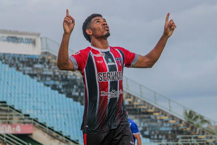 Adilson Bahia tem sido fundamental na boa fase do Ferrão (Foto: Lenilson Santos / Ferroviário AC)