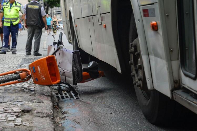 Rio de Janeiro - Polícia Civil faz reconstituição do acidente que causou a morte da ciclista Julia Resende de Moura, em 11 de outubro, depois de ter sido atropelada por um ônibus em Botafogo (Tomaz Silva/Agência Brasil) (Foto: Tomaz Silva/Agência Brasil)