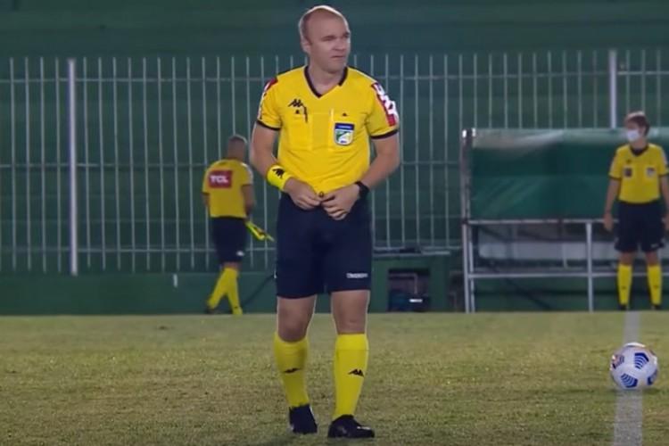 Alagoano Denis da Silva Ribeiro vai apitar a final da Copa do Nordeste  (Foto: Reprodução/YouTube)