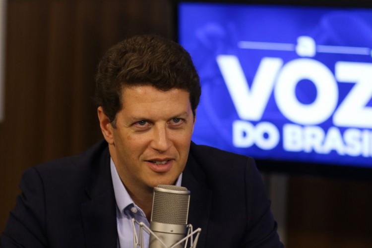 Ministro do Meio Ambiente, Ricardo Salles, participa do programa A Voz do Brasil (Foto: Marcello Casal Jr/Agência Brasil)