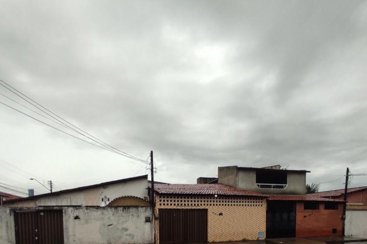 Céu nublado na manhã desta segunda-feira, 3, em Fortaleza (03/05). (Foto: Lucas Lima)