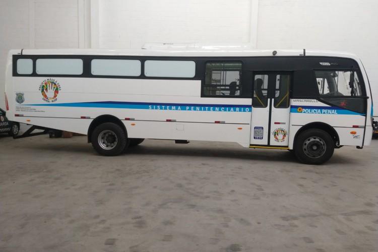 Os ônibus atendem às resoluções do Conselho Nacional de Política Criminal e Segurança Pública (CNPCP) e Conselho Nacional de Trânsito (Contran) (Foto: Reprodução)