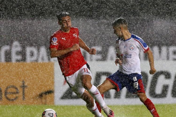 Gilberto perde pênalti e Bahia fica no empate com Independiente (Foto: Felipe Oliveira)