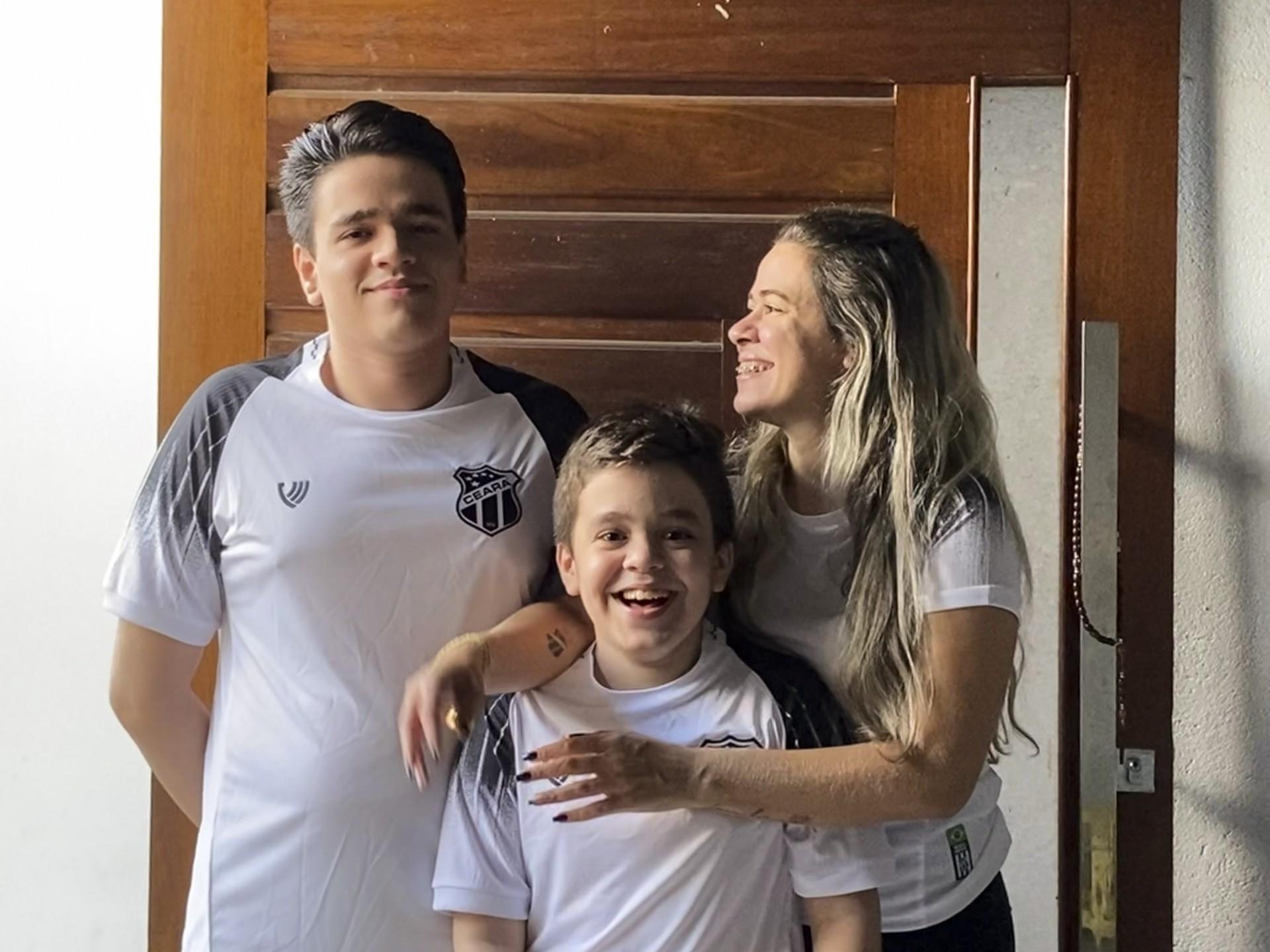 De mãe para filhos: Janaina Queiroz, Caio e Levi Bezerra e o amor pelo Ceará
