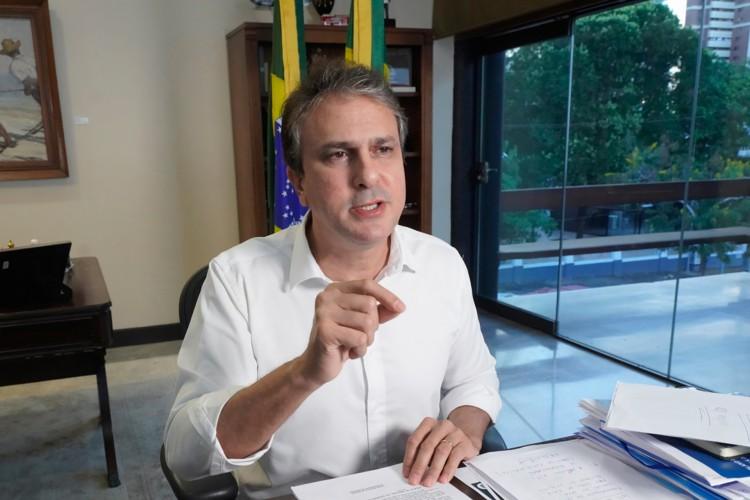 Governador Camilo Santana anunciou novas medidas para flexibilização das restrições das atividades econômicas na noite desta sexta-feira, 14. (Foto: CARLOS GIBAJA/ GOV. DO CEARA)