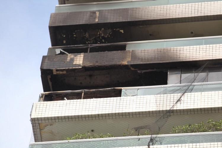 Fogo em edifício na Beira-Mar nesta quinta-feira, 6, foi controlado (Foto: Fábio Lima)
