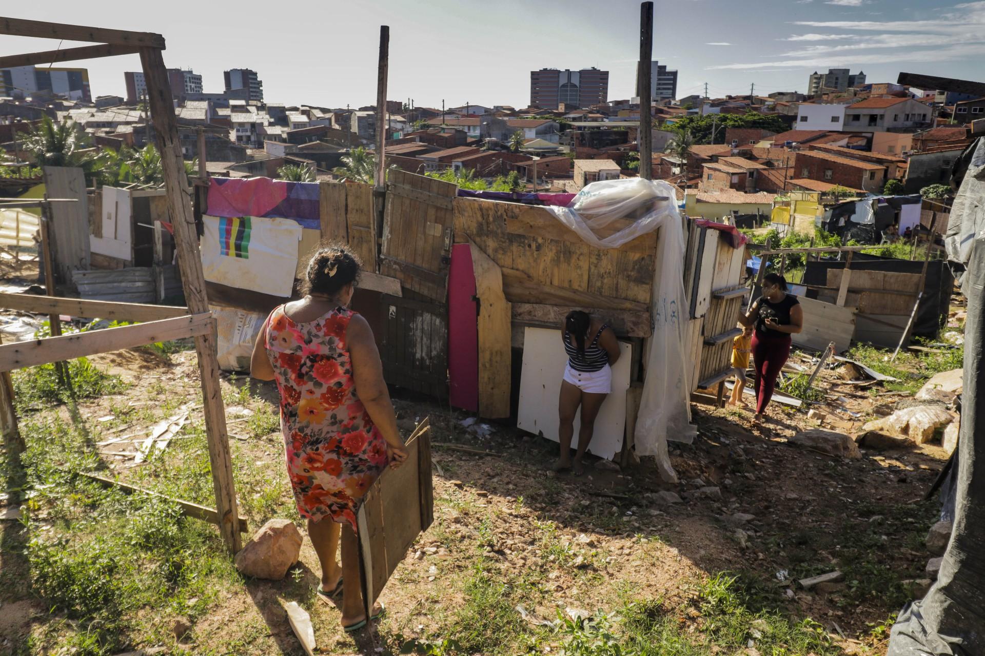 Ocupação de terreno no bairro Vicente Pinzón, ao lado do Residencial Alto da Paz