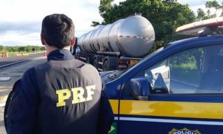 Desde o final do mês passado, os agentes da PRF têm realizado apreensões de cargas de combustíveis com a documentação falsa