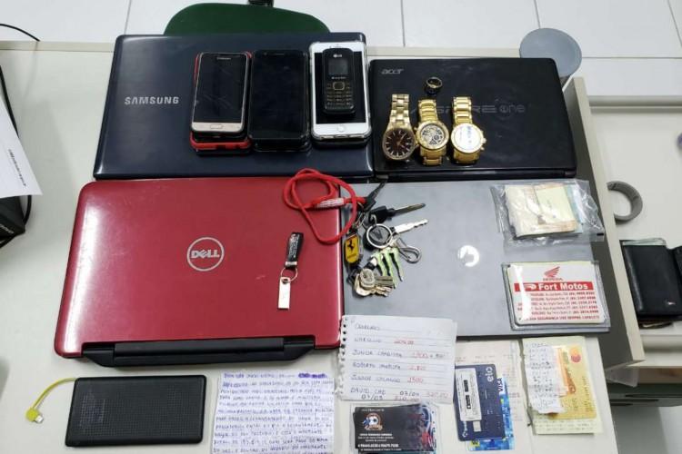 Carros, motos, notebooks, dinheiros, celulares e cartões de créditos foram apreendidos na ofensiva policial. (Foto: Divulgação/SSPDS)