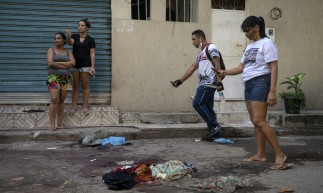 Jacarezinho residents take pictures of belongings covered in blood of people killed during a police operation against alleged drug traffickers at the Jacarezinho favela in Rio de Janeiro, Brazil, on May 06, 2021. - A massive police operation against drug traffickers in a Brazilian favela Thursday left 25 people dead, turning the impoverished Rio de Janeiro neighborhood into a battlefield and drawing condemnation from rights groups. (Photo by MAURO PIMENTEL / AFP)       Caption