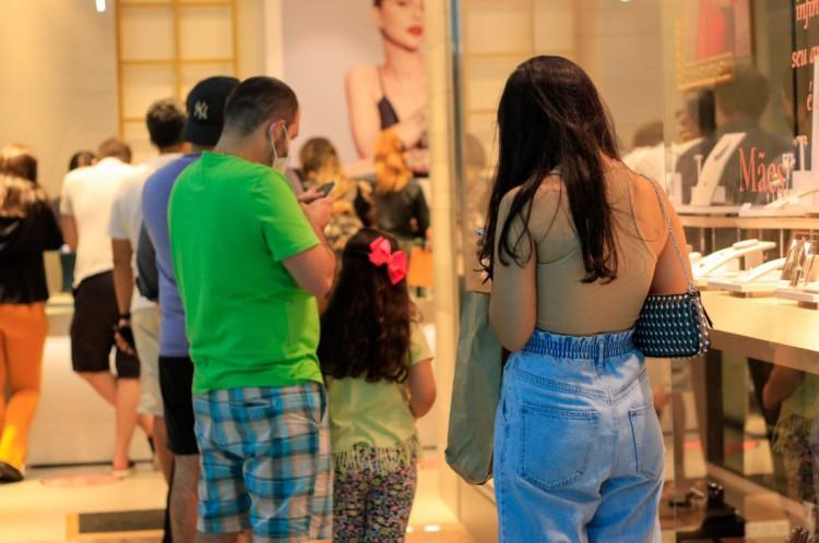 A proximidade do Dia das Mães levou muitos fortalezenses às compras na tarde deste sábado
