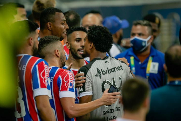 Jogadores de Ceará e Bahia brigaram após a decisão da Copa do Nordeste 2021, que teve o Bahia como campeão (Foto: Aurélio Alves/O POVO)
