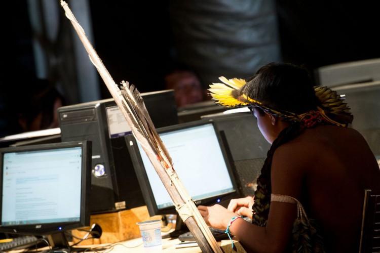 Palmas (TO) - Indígenas brasileiros fazem cursos de informática na