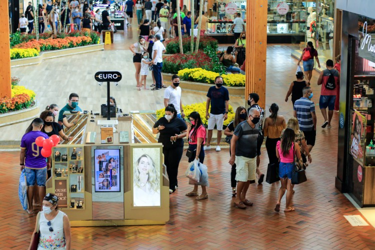 Shoppings vão funcionar de 12h às 22h  (Foto: BARBARA MOIRA)