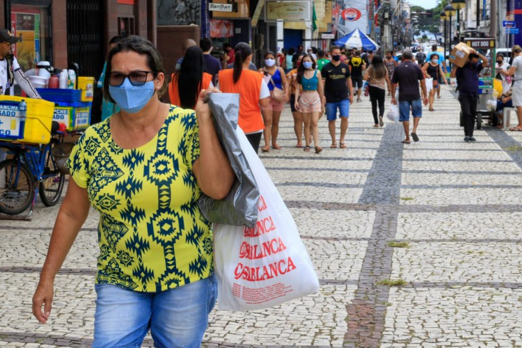 Comércio de rua pode abrir as portas, mas com restrição na capacidade, que estabelece limitação de 40% (Foto: Bárbara Moira)