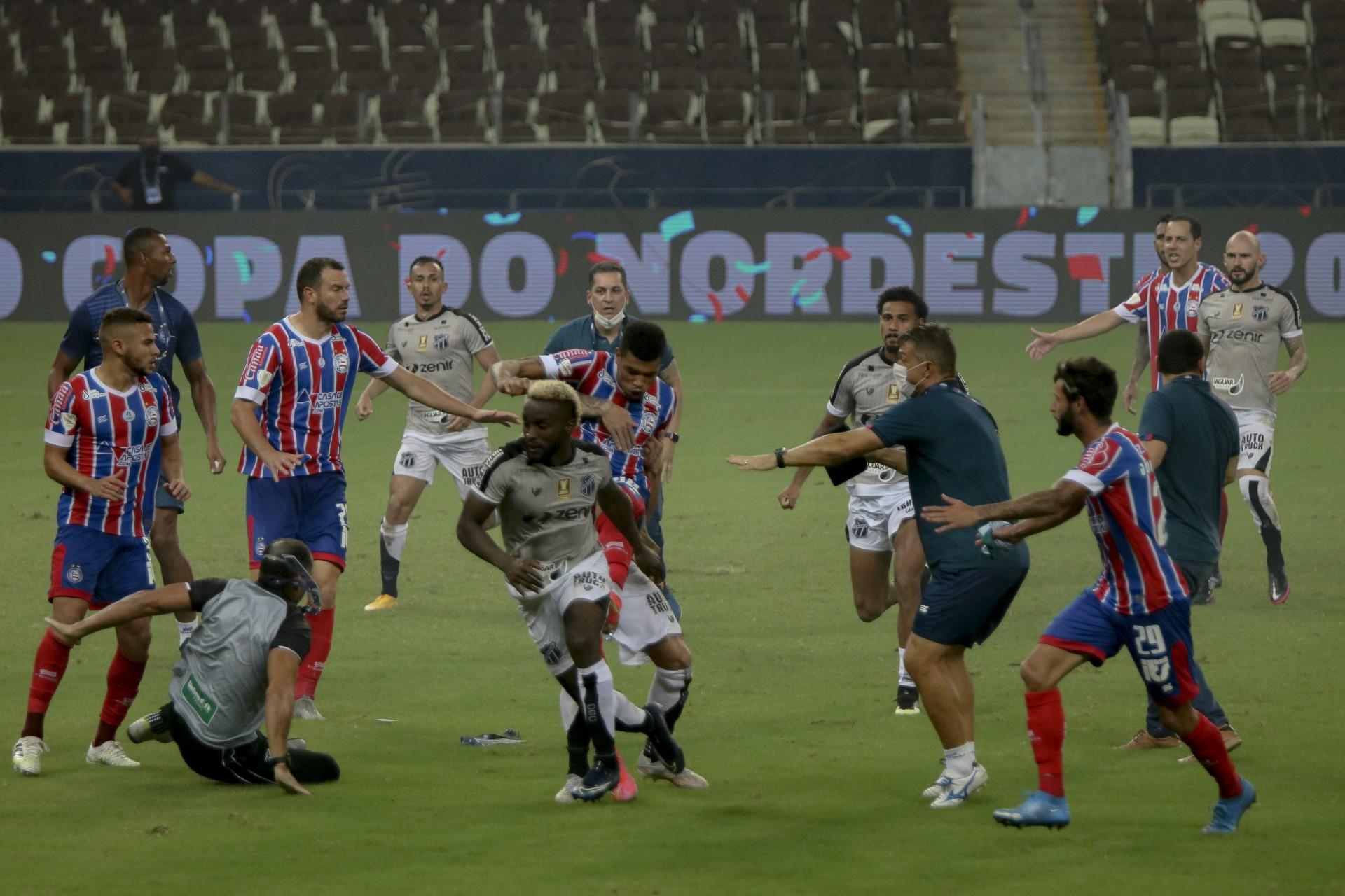 Confusão na final da Copa do Nordeste de 2021 gerou gancho aos jogadores envolvidos  (Foto: Aurelio Alves)