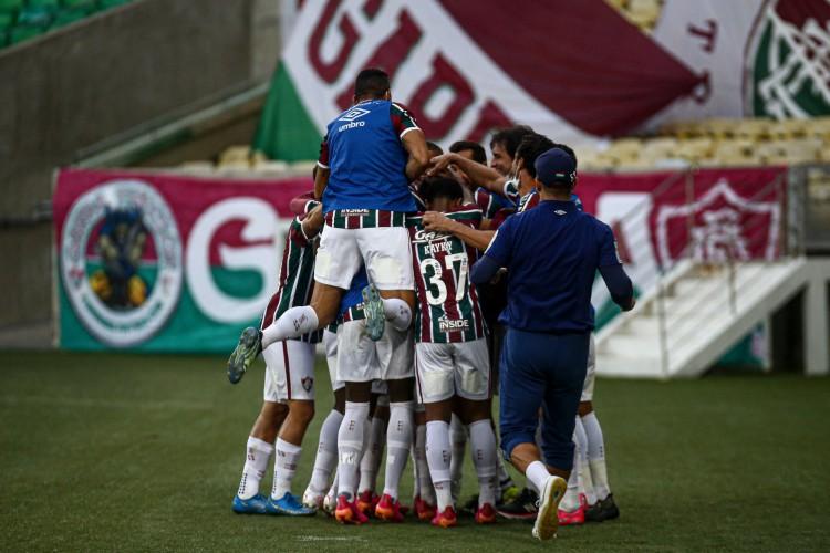 Jogadores do Fluminense comemoram gol no jogo contra a Portuguesa-RJ, no Maracanã, pelo Campeonato Carioca (Foto: LUCAS MERÇON / FLUMINENSE F.C.)