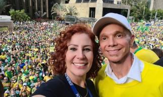 Carla Zambelli (PSL-SP) publicou um vídeo onde o cantor de axé Netinho aparece cantando a música
