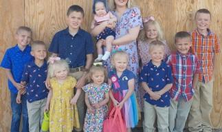 Courtney e Chris são pais de seis meninos e cinco meninas