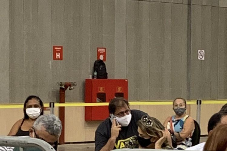 Guto Ferreira na fila de vacinação contra o Covid-19 (Foto: Divugado pelo Canal do Vozão)
