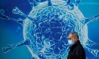 Ilustração do coronavírus em Oldham, no Rei.03/08/2020.REUTERS/Phil Noble