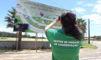 CUMBUCO,CE, BRASIL, 12.05.2021: Fiscal da SEMA fotográfa obra. Denúncia de desmatamento ilegal em área protegida para construção de empreendimento imobiliário do complexo Nova Galé no Cumbuco.  (Fotos: Fabio Lima/O POVO)