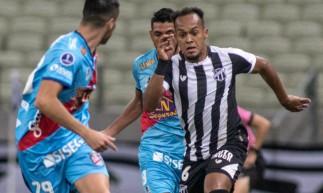 Bruno Pacheco busca jogada no duelo entre Ceará e Arsenal de Sarandí